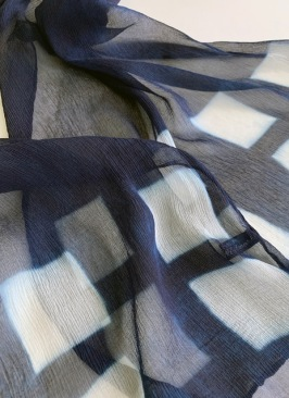 Indigo dyed using square block resists
